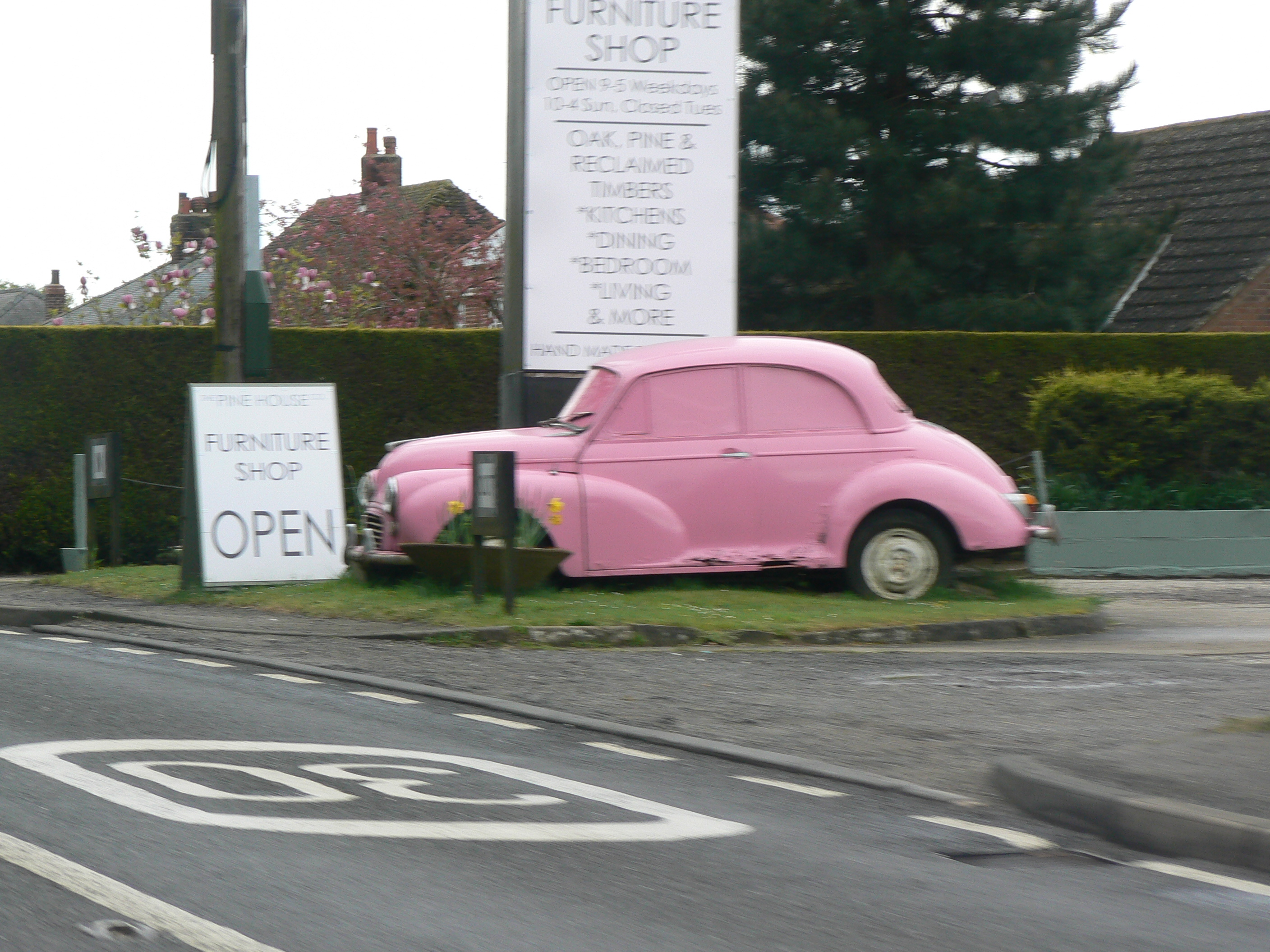 Iceni Minors Drive It Day 2015 pink Morris Minor